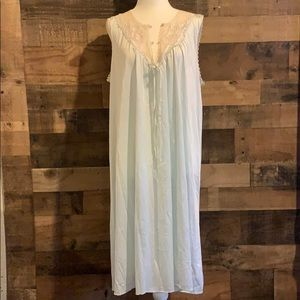 Vintage 80s Lorraine light blue lace nightgown